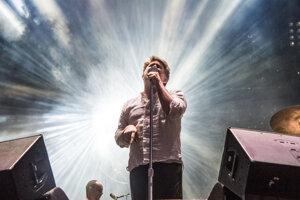 James Murphy na koncerte s LCD Soundsystem.