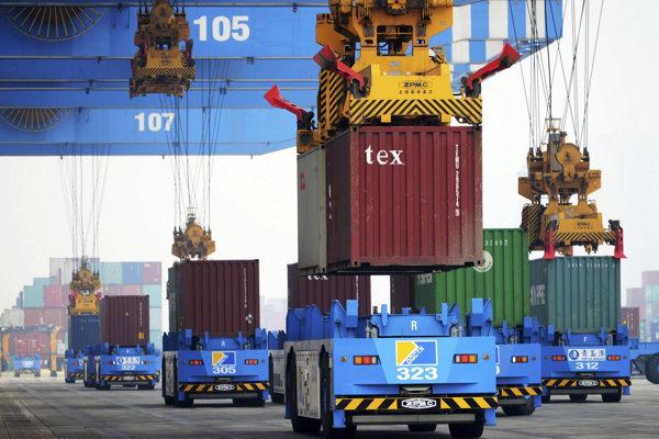 Čína chce ovládnuť prístavy, železnice aj cesty.