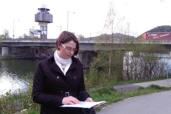 Iniciátorka petíce Gabriela Ondrušková býva blízko neodhlučnenej cesty.