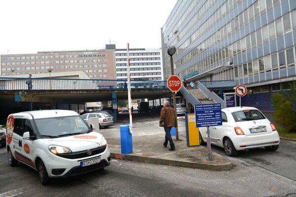 Parkovanie v košickej univerzitnej nemocnici.