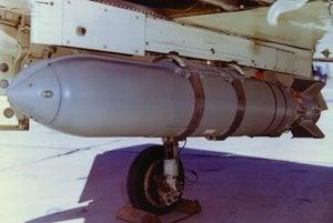 Americká sarínová bomba Weteye (archívny záber z roku 1964). Posledný kus tejto bomby zlikvidovali v roku 2001 v rámci medzinárodnej Dohody o chemických zbraniach.