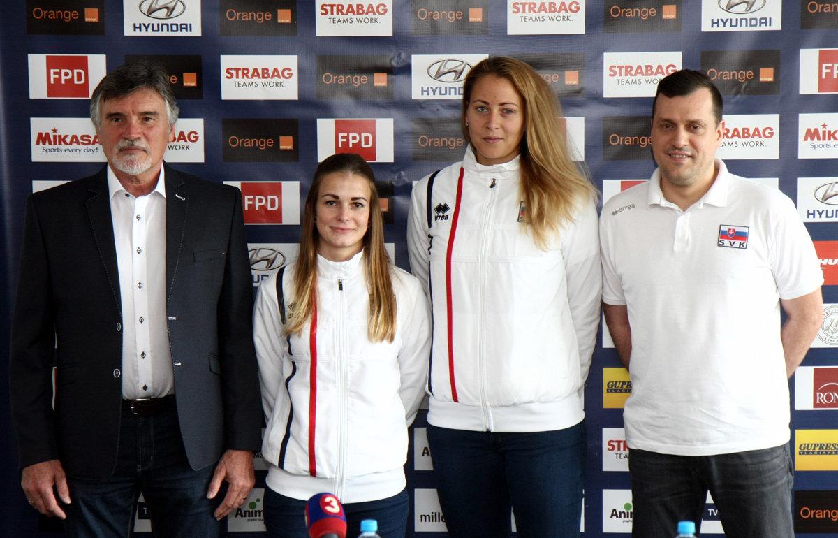 Zľava  Prezident Slovenskej volejbalovej federácie (SPF) Ľubor Halanda 25501d89293