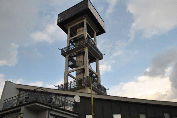 Vodárenská veža. Jedna zdominánt Prešova bude vysvietená na červeno.