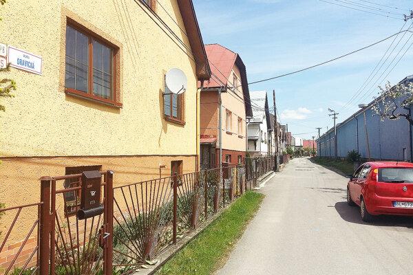 Ľudia žijúci na tejto ulici opakovane žiadali mesto o jej opravu.