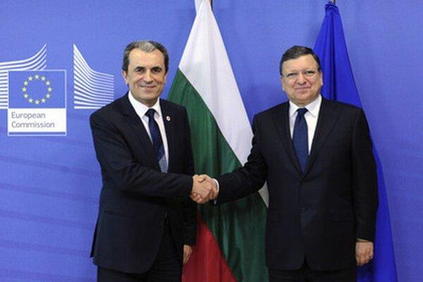 Bulharský premiér Plamen Orešarski (vľavo) a predseda Európskej komisie José Manuel Barroso.