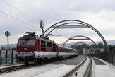 Po novom železničnom moste v Trenčíne prešiel prvý vlak