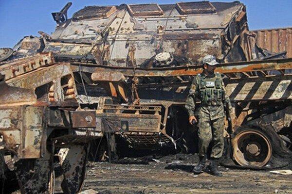 Zničené nákladné vozidlo NATO.