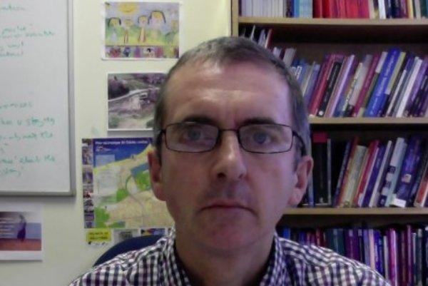Akademik Mark Payne.