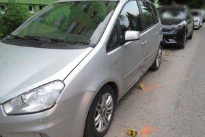 Vodič z miesta dopravnej nehody odišiel bez splnenia si povinnosti účastníka dopravnej nehody.