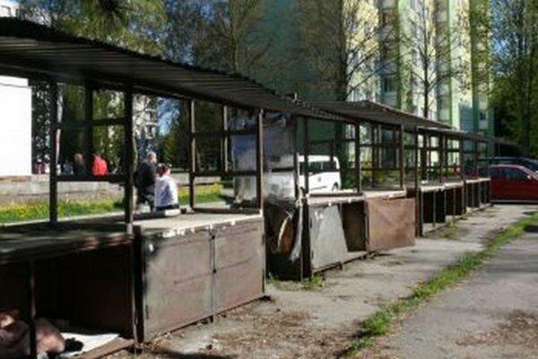 Poškodené stoly odviezli hasiči zPriekopy, po oprave ich využijú vSIM-e.