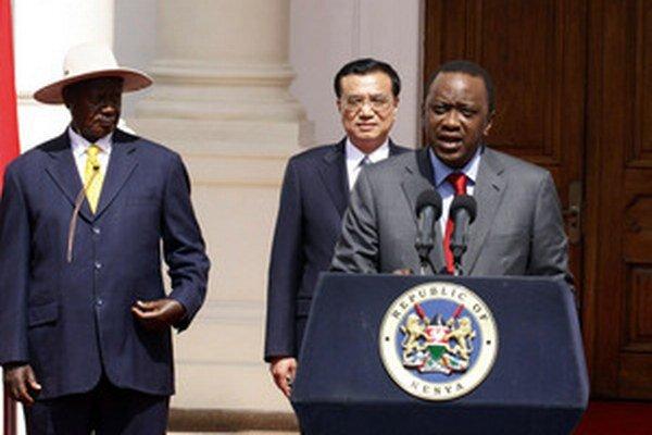 Ugandský prezident Museweni (vpravo).