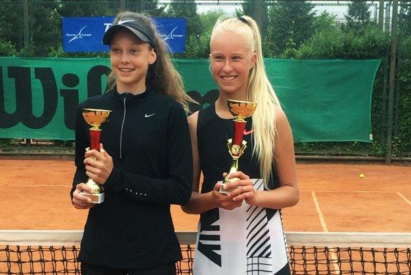 Víťazný pár vo štvorhre - Darja Vidmanová a Bianca Behúlová (vpravo).