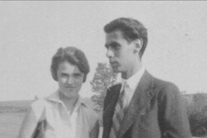 Walter Kaufmann. S celoživotnou priateľkou Edith Kraus okolo roku 1928 v Karlových Varoch.