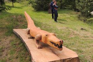 Krokodíl pripomína miestnu tradíciu.