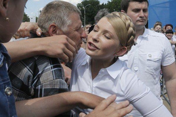 Tymošenková so svojimi priaznivcami.