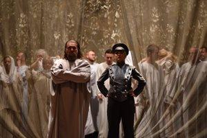 Titusz Tóbisz ako Arindal a Michaela Várady ako Lora v slovenskej premiére Víly v košickom divadle.