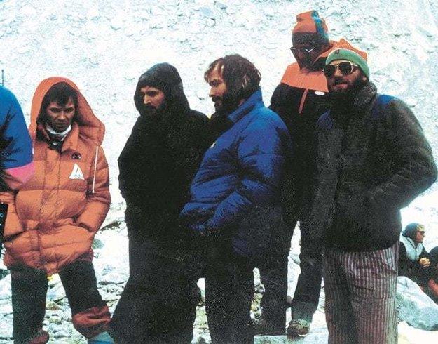 Jaroslav Jaško v skupine horolezcov.