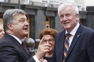 Zľava: Petro Porošenko a Horst Seehofer.