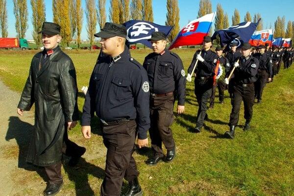 Prvú stranu Mariana Kotlebu Slovenskú pospolitosť zakázal Najvyšší súd ešte v roku 2006.