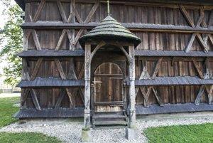 Drevený kostolík v Hronseku je na zozname UNESCO.