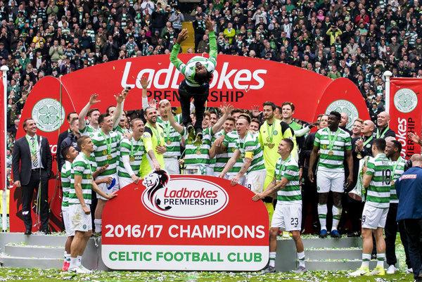 Hráči Celticu Glasgow sa radujú z víťazstva v Škótskom pohári.