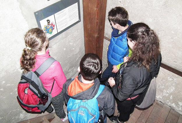 Žiaci navštívili aj kostolnú vežu.