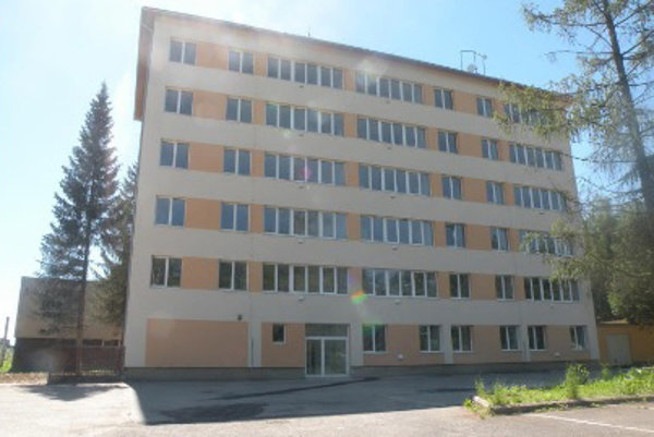 Investor ponúkol mestu odkúpenie bytovky.