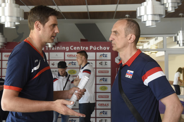 Miroslav Palgut (vpravo) už nie je trénerom volejbalovej reprezentácie mužov. Strieda ho Andrej Kravárik.