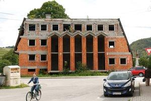 Súčasný stav nedokončenej budovy.