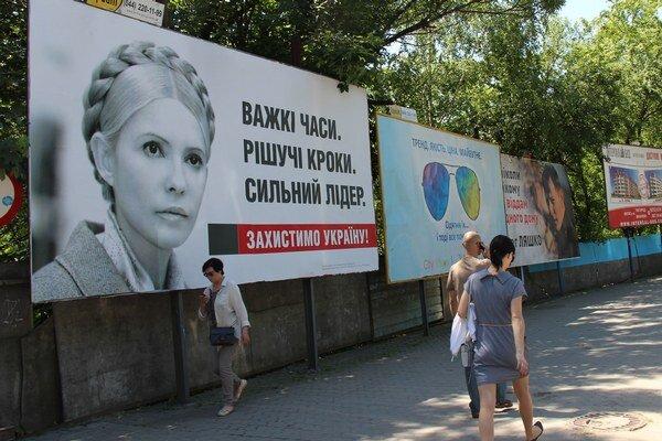 Na bilbordoch v Užhorode najviac vidno ukrajinskú premiérku Juliu Tymošenkovú.