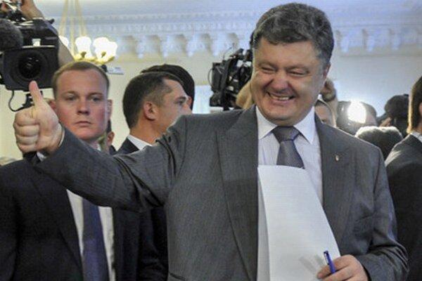 Favoritom volieb je Petro Porošenko.