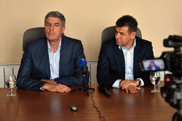 Na snímke zľava predseda Most-Híd Béla Bugár a podpredseda Most-Híd László Sólymos.