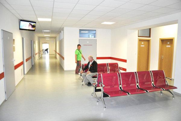 Riaditeľ nemocnice dúfa, že pacienti nové priestory nezničia.