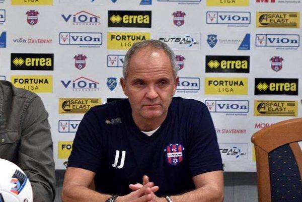 Tréner FC ViOn Juraj Jarábek.