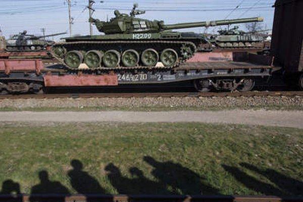 Na Krym privážajú ruské tanky.