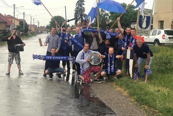 Fanúšikovia sa na zápas vybrali po svojich.