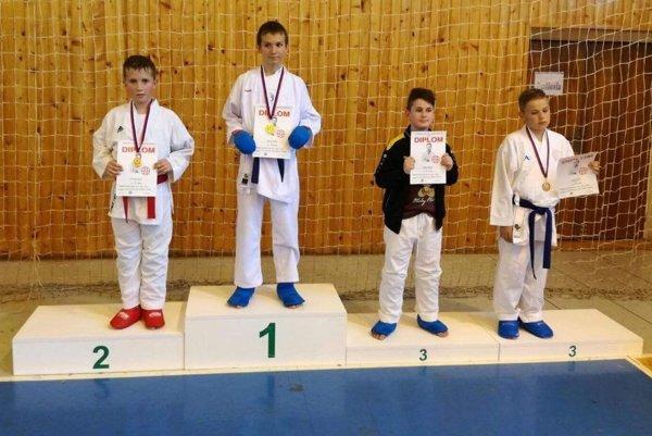 Šurianski mladí karatisti na stupňoch víťazov nechýbali