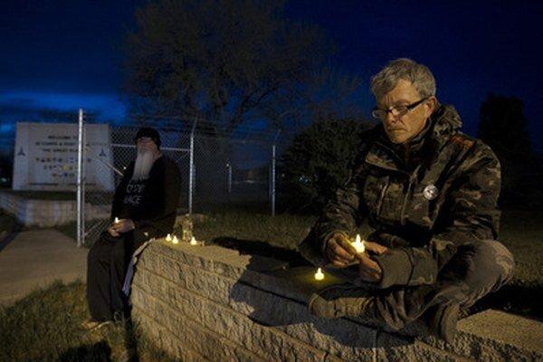 Sviečky za obete.