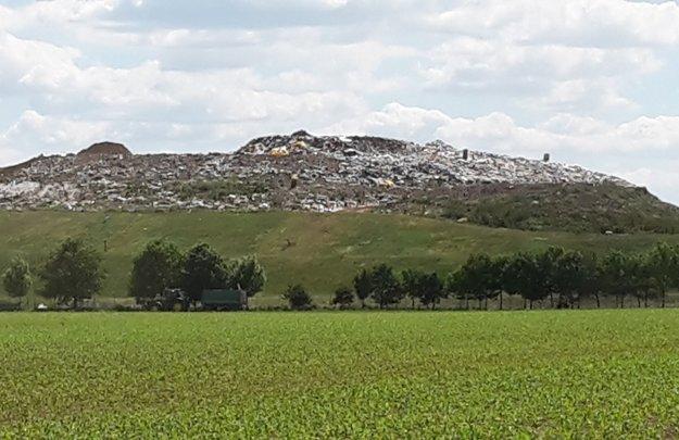 Smeti vytvorili novodobý kopec.