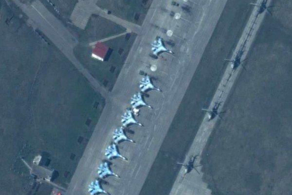 Vojenské lietadlá na leteckej základni Primorko-Achtarsk na juhu Ruska.