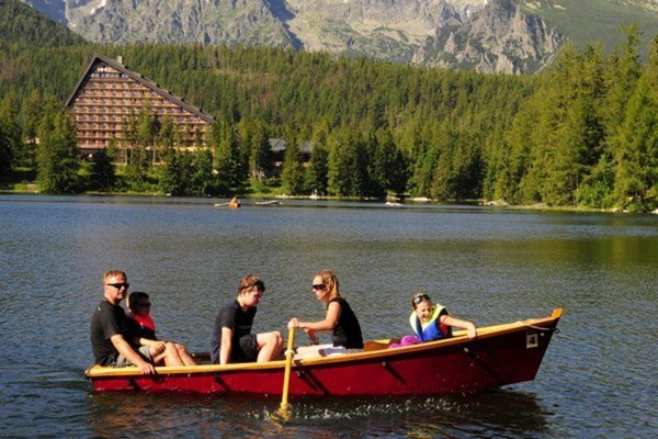 Počas minuloročnej sezóny sa na hladinu vypravilo viac ako 4600 člnkov a výhľady z jazera si užívalo viac ako 16 000 pasažierov