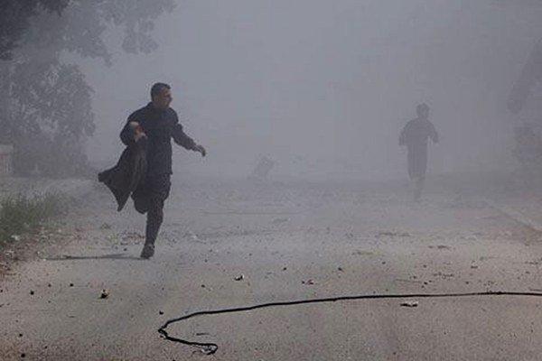 Sýrčania utekajú pred útokmi v Aleppe.
