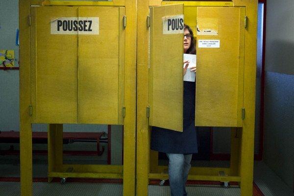 Švajčiari referendom nahnevali Úniu a skomplikovali život vláde.