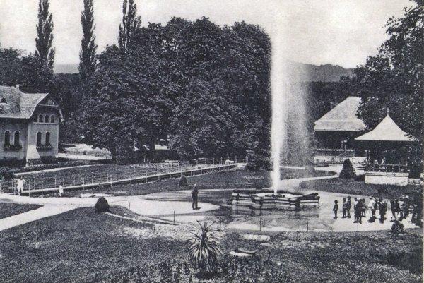 Gejzír v Herľanoch na dobovej fotografii.