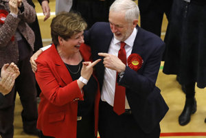 Jeremy Corbyn vo voľbách prekvapivo uspel.