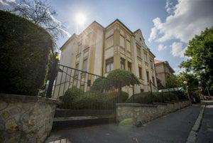 Vila na Zrínskeho ul. v Bratislave, ktorá bola postavená v roku 1914 a naposledy rekonštruovaná 2003.
