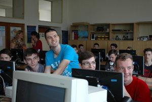 Študenti počas konferencie.