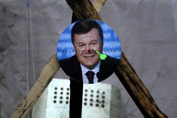 Janukovyč sa stal nepohodlným pre svojich straníkov aj oligarchov.