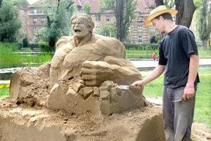 Filmoví hrdinovia stvárnení z piesku.