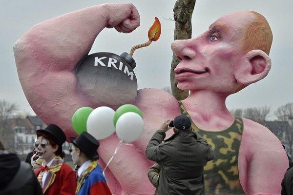 Putinov útok na Krym si všimli aj na karnevale v nemeckom Düsseldorfe.